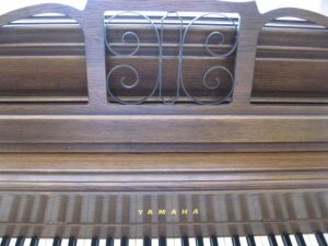 Yamaha music rack in dark pecan