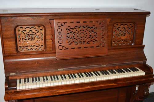 Lyon Healy upright piano keyboard