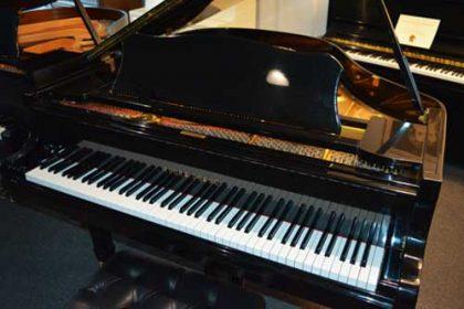 Young Chang G-157 Grand Piano