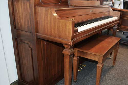 Baldwin console piano leg detail At 88 Keys Piano Warehouse