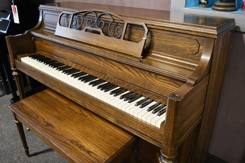 Yamaha MOdel M-202 studio piano M-202 studio piano at 88 Keys Piano Warehouse