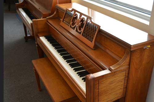 Kohler Campbell console piano side view at 88 Keys Piano Warehouse